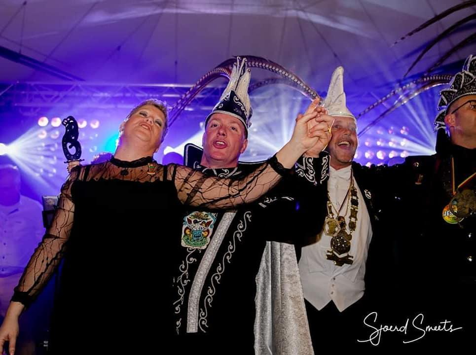 Prins John 3e en Prinses Bianca zijn gisteravond uitgeroepen tijdens het bomvolle prinsenbal in Meas.  #Meers #meersinbeeld #maasbendj #maasband #carnaval #vastelaovend #limburg #limburginbeeld #inlimburg